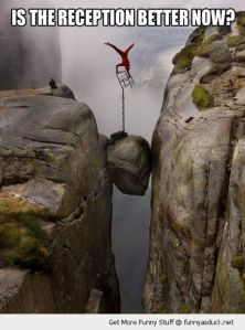 funny-man-balancing-chair-rock-cliffs-reception-better-now-pics